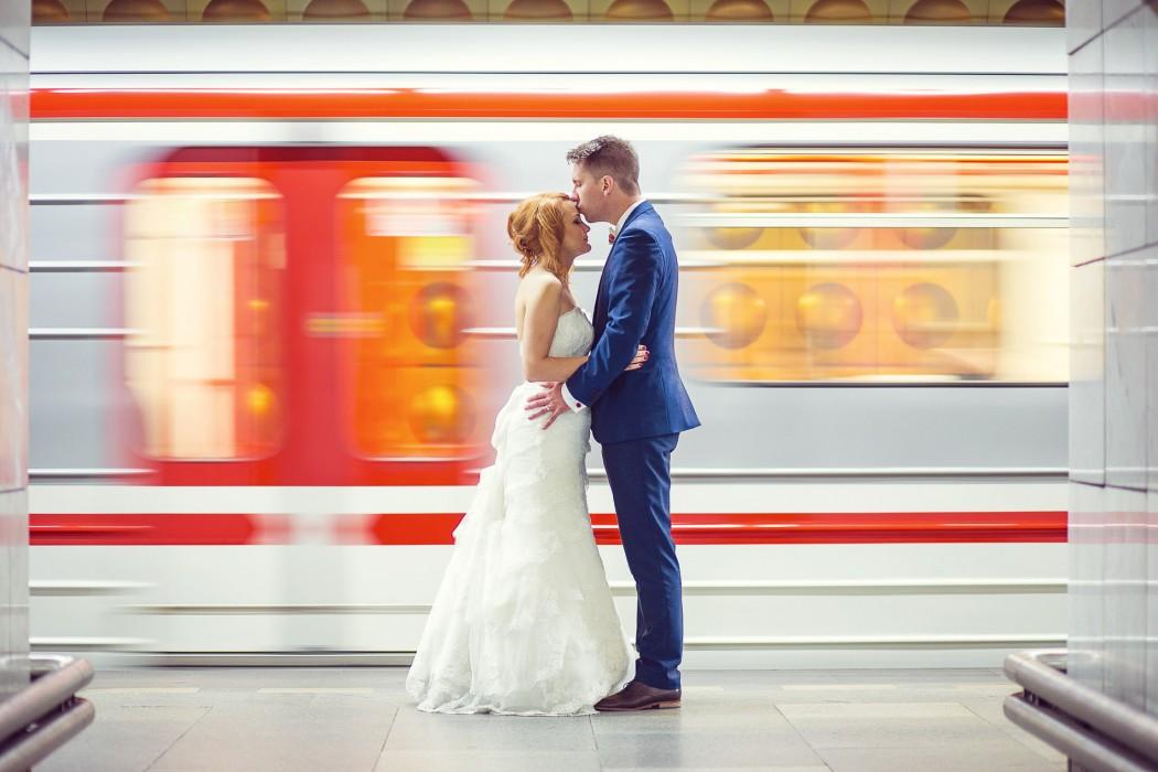 Sedia ako uliate. Ako si vybrať svadobné šaty